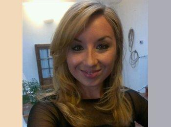 Nicole  - 24 - Professional