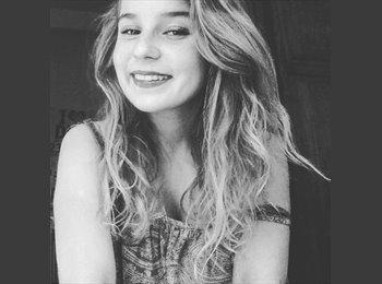 Mélia  - 18 - Student