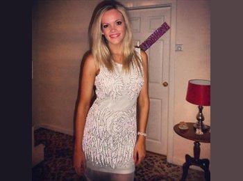 Charlotte - 23 - Professional