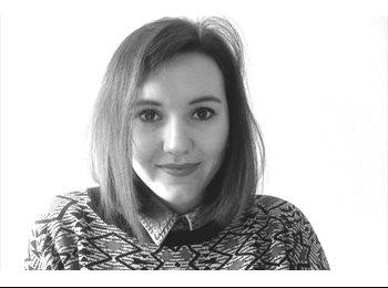 Mathilde  - 21 - Student