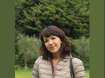 Alessandra - 25 - Student