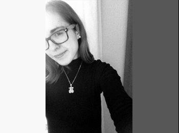 Monica - 18 - Professional