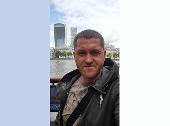 EasyRoommate UK - Andrew - 37 - London
