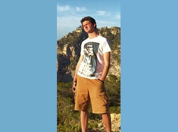 Tomas  - 21 - Student