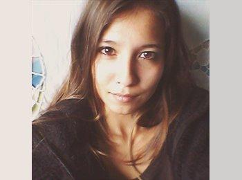 Lisa - 24 - Student