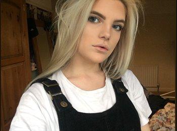 Lauren - 18 - Professional