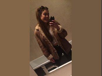 EasyRoommate UK - Carla - 18 - Glasgow