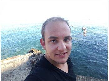 Tristan Hencke  - 25 - Student