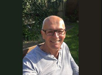 EasyRoommate UK - Paul Montgomery - 54 - Birmingham
