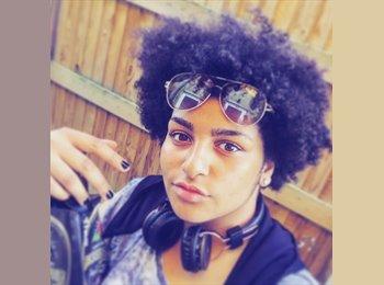 EasyRoommate UK - Naomi  - 18 - Birmingham