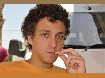 Jonathan - 25 - Student