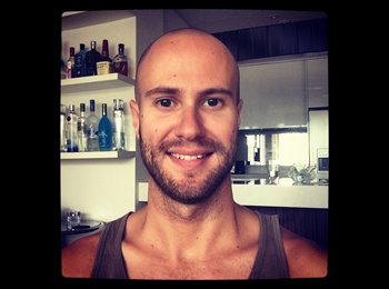EasyRoommate UK - Jonathan - 26 - United Kingdom
