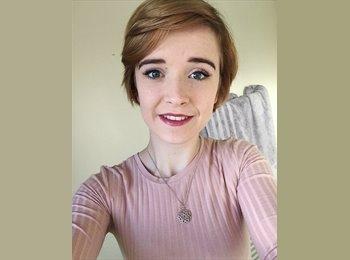 Chloe Crighton  - 18 - Student