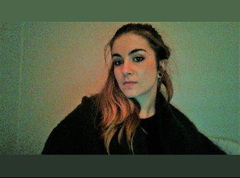 EasyRoommate UK - Julia Couturier - 23 - Heywood