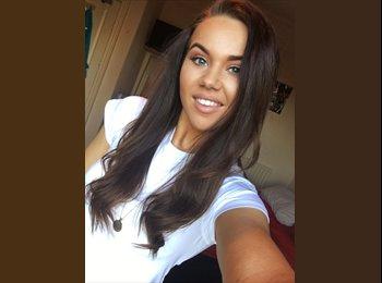 EasyRoommate UK - Paige - 21 - Sharrow