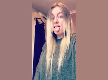 Kayleigh - 19 - Student