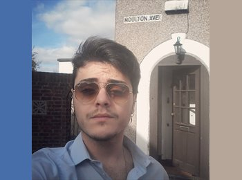 EasyRoommate UK - Antonio - 23 - East Bedfont