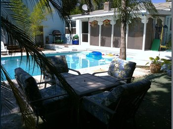 Furnished Room with Pool/Walk to Beach