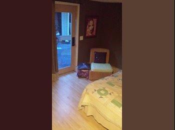 EasyRoommate US - Artsy Cool quiet 1 BEDROOM & Bath - BIG House Share - Southeast Jacksonville, Jacksonville - $435 /mo