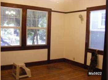 1 Room on the Emeryville-Oakland border available