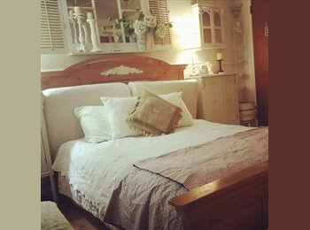 Room ready to LODGE in for A RESPONSIBLE  FEMALE
