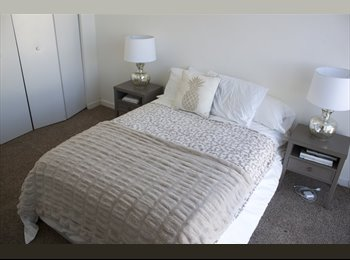 Private room in beautiful ocean view apartment!