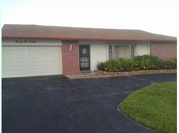 EasyRoommate US - Responsible female roommate to share house 2 month - Tamarac, Ft Lauderdale Area - $500 pcm