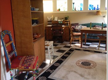 EasyRoommate US - MIL in Casa Ravenna Artists House available now - University District, Seattle - $1,300 /mo