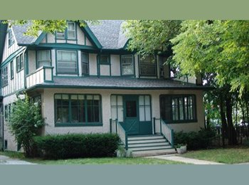 BEAUTIFUL LARGE HOME -walk to blue & green line