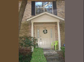 Room for renttownhouse/near UWF in safe neighborho