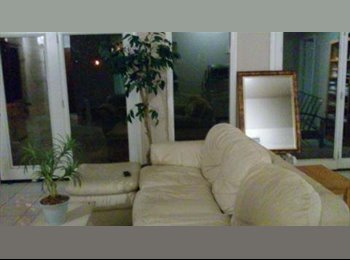 EasyRoommate US - Furnished Room Available inside a Nice house - Glendale, Glendale - $400 /mo