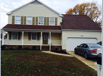 EasyRoommate US - Large Room in Colonial House - Hampton, Hampton Area - $500 pcm