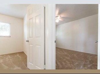 EasyRoommate US - PB Apartment 3 Blocks From the Beach - Pacific Beach, San Diego - $900 pcm