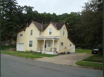 EasyRoommate US - 6 bedroom House for Rent, can be 4 bedrm & 2 Bedrm - Eau Claire, Eau Claire - $1,710 pcm