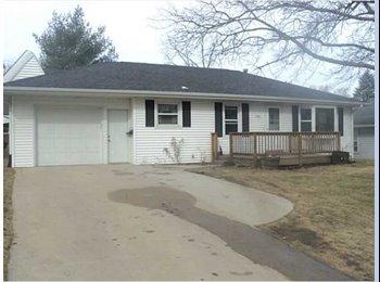 EasyRoommate US - Seeking young professional roomate - Cedar Rapids, Cedar Rapids - $500 pcm