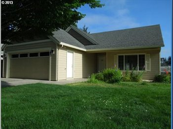 EasyRoommate US - FURNISHED 3 BEDROOM APARTMENT READY TO MOVE IN. - Louisville, Louisville - $700 pcm