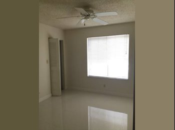 Peaceful and Quiet Room For Rent in Coral Springs