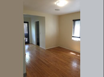 EasyRoommate US - Master Suite in shared tropical house - Costa Mesa, Orange County - $1,100 pcm