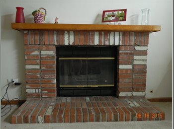 2 Rooms abailale in 3 bedroom home in Parker, CO