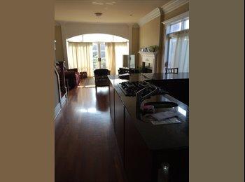 924 W. Cornelia is a Duplex Condominium Rental wit