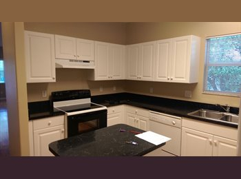 Room for rent in 3/2 - $675