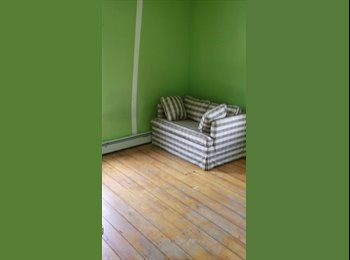 EasyRoommate US - West Side Townhouse - Providence, Greater Providence - $500 pcm