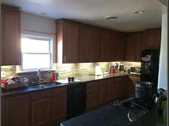 EasyRoommate US - Four Rooms for Rent less than a block from UNM - Northwest Quadrant, Albuquerque - $400 pcm