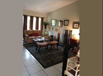 EasyRoommate US - Looking for a roommate - Kendall, Miami - $600 pcm