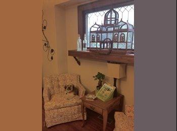 EasyRoommate US - Mission area beautiful room for rent  - Midtown-Westport, Overland Park - $400 pcm