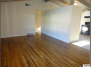 EasyRoommate US - Room to Rent - Plumas, Reno - $500 pcm
