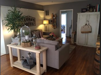EasyRoommate US - Weho Bungalow - with TV Art Director - West Hollywood, Los Angeles - $1,100 /mo