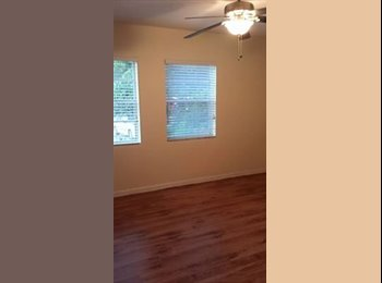 EasyRoommate US - 2bed pvt bath living room (front 1/2 of 5 bedroom house )  - Downtown Jacksonville, Jacksonville - $850 /mo