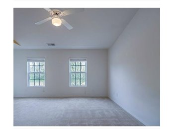 EasyRoommate US - MOVE IN SPECIAL - Spacious Room with Private Bath, Walk-in Closet - Charlotte, Charlotte Area - $750 pcm