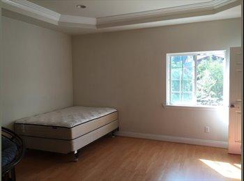 1 master bedroom & bathroom for rent 700$